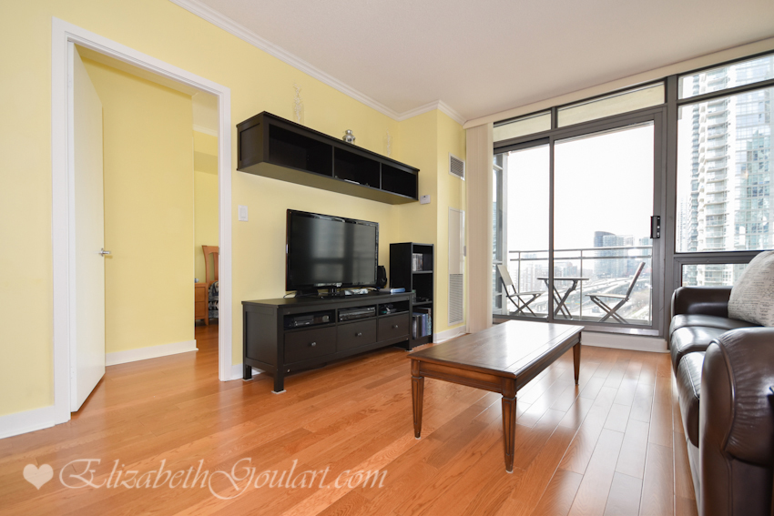 Toronto harbourfront condos for sale rent elizabeth for 5 mariner terrace toronto